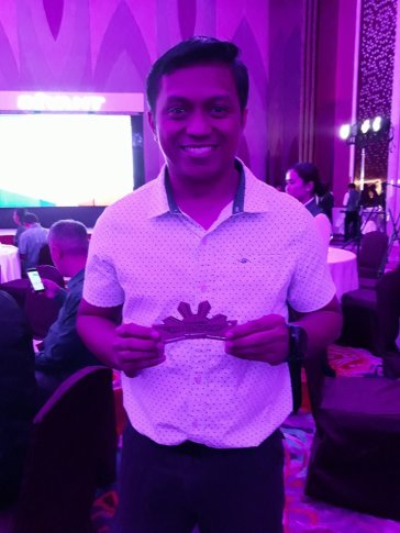 Gino Monte, 2017 awardee flashes his winning smile at the awards night